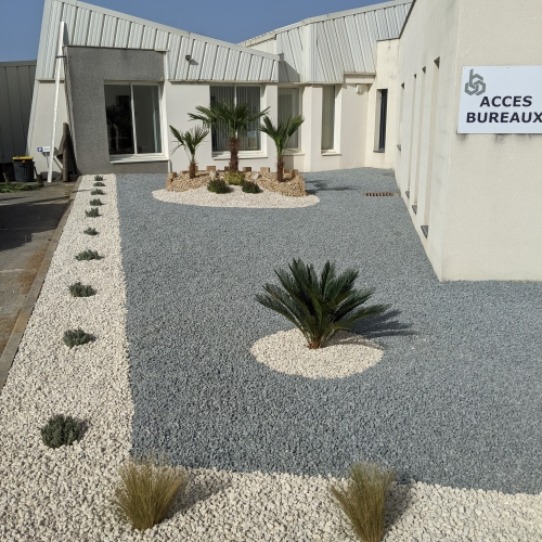 Un nouvel aménagement de l'entrée des bureaux des Carrières de Thiviers